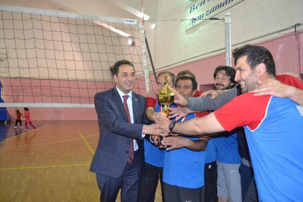 4. Geleneksel voleybol turnuvamız şampiyonu Fatih Ortaokulu